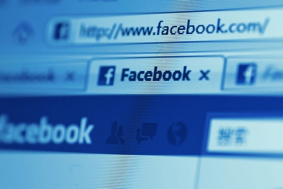 Study links Facebook use to depressive symptoms