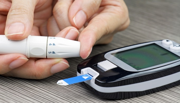 Measuring blood glucose with meter
